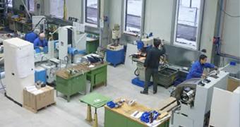 Fertigung von Einzelteilen und Baugrupppen in der Werkstatt der IB-U Sondermaschinen GmbH